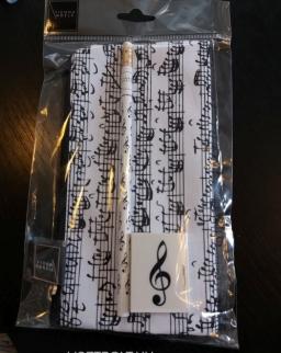 Tolltartó szett - fehér kottás (tolltartó, + violinkulcsos ceruza és radír)