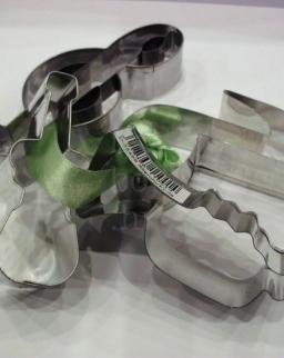 Süteményszaggató - több zenés forma, zöld masnival átkötve